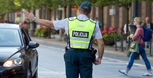 Read more about the article Kada ir kaip policijos pareigūnai gali stabdyti transporto priemonę?